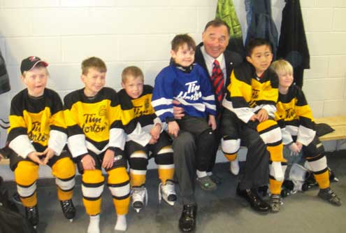 Senator meets with kids in Thunder Bay