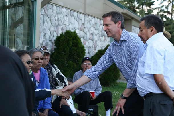 Premier McGuinty and Grand Chief Beardy talk with Sandy Lake First Nation Elders