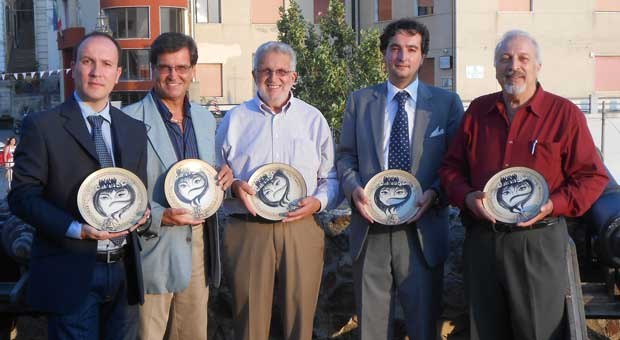 Domenico Aliquò Cultural Association of Reggio Calabria, Italy has presented an international award, Premio Internazionale of the Professionisti di Calabria nel Mondo to local artists and writers: Pasquale Scarcello, John Potestio, and Frank Pullia. .