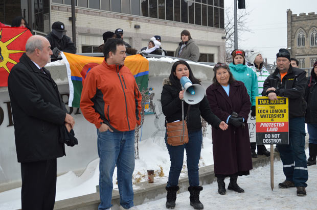 Joyce Hunter addressing Idle No More Thunder Bay Rally - Photo by Jorja Wenjack