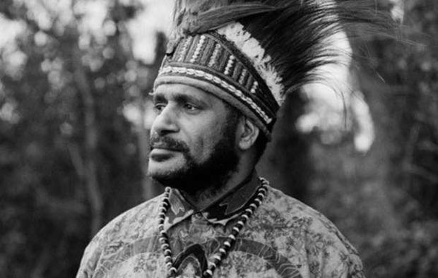 Benny Wenda, a Papuan tribal leader, says what Jared Diamond is writing about his people is 'misleading'. © Survival