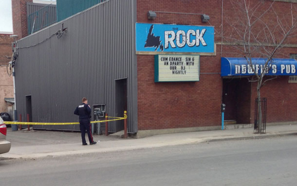 Newfie's Pub Thunder Bay Police on scene at Homicide that happened just off May Street in 2013