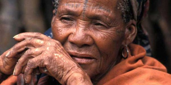 A Bushman community in southern Botswana is facing imminent eviction from their land for a 'wildlife corridor'. © Survival