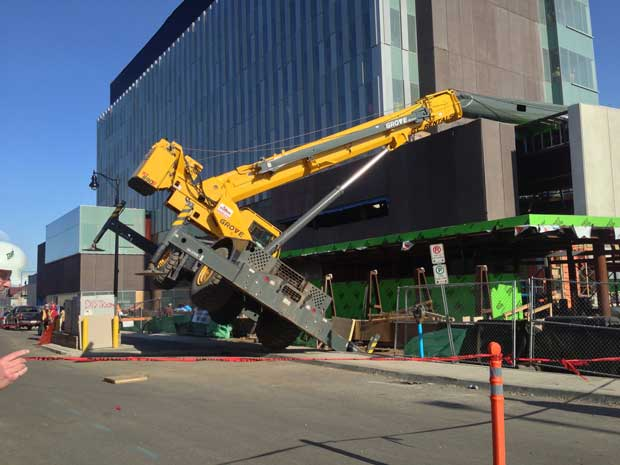 Crane Collapsed at Courthouse