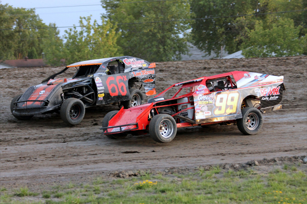 WISSOTA Midwest Modifieds – Dramatic finishes give Paull and Hettinga wins