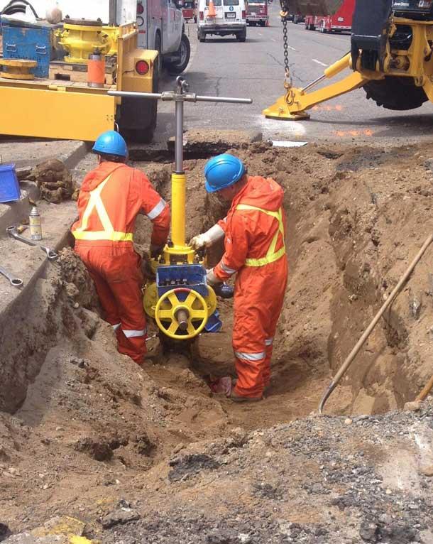 Union Gas crew working on gas leak