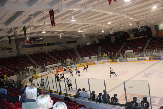 Hockey Action heating up in Thunder Bay – North Stars take on Dryden Ice Dogs