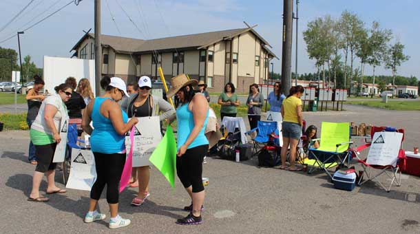 Dilico Case workers walk picket line on FWFN