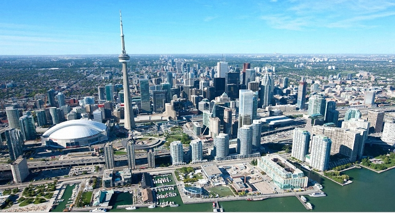 Toronto Real Estate, CN Tower & Air Canada Center