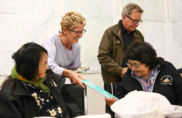 Premier Wynne in Fort Severn meeting with Elders.