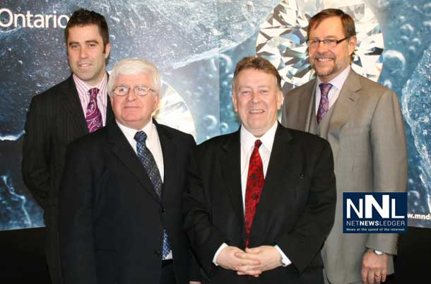 Dylan Dix, Worldwide Marketing Director, Crossworks Manufacturing Ltd., Rick Bartolucci, MPP for Sudbury, Michael Gravelle, Minister of Northern Development and Mines, and Jim Gowans, President and Chief Executive Officer, De Beers Canada.