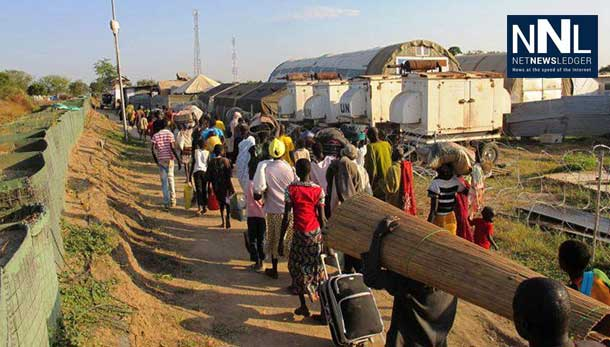 Civilians streaming into the UNMISS compound in Bor, capital of Jonglei state, South Sudan, seeking refuge from the violence. Photo: UNMISS/Hailemichael Gebrekrstos