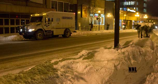 Thunder Bay snow clearing crews are dealing with the snow - Crews were out overnight