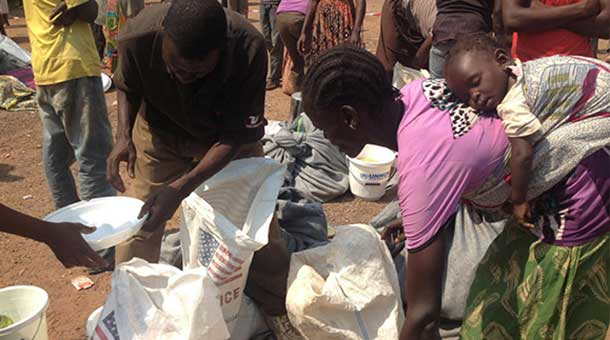 Displaced civilians collect food rations at a WFP distribution site near Bangui airport. Photo: WFP/Ingela Christiansson