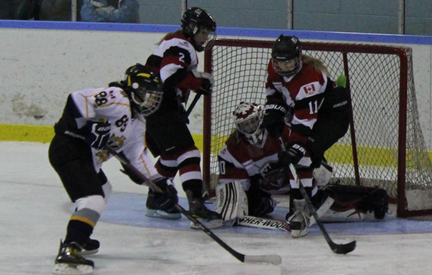 Bantam A Queens battle Mississauga - Photo by Donna Stubbs