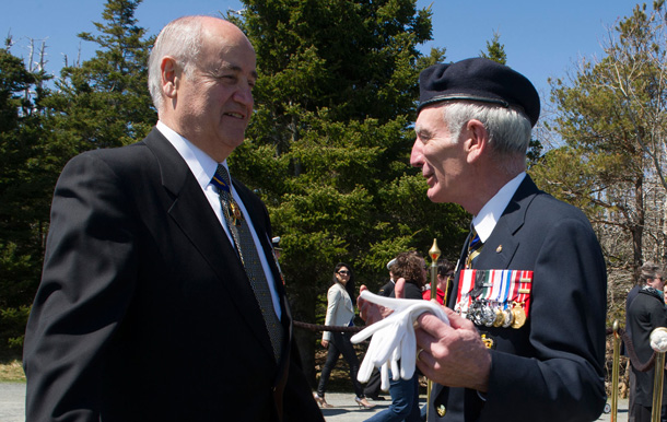 he Honourable Julian Fantino, Minister of Veterans Affairs, speaks with Grand President of the Royal Canadian Legion, Vice Admiral Larry Murray, C.M., C.M.M, C.D. (Ret'd), following the 71st anniversary of the Battle of the Atlantic Ceremony, in Halifax. Minister Fantino was in Halifax to commemorate the sacrifices made by the thousands of Canadians who fought so valiantly in the North Atlantic during the Second World War. (CNW Group/Veterans Affairs Canada)