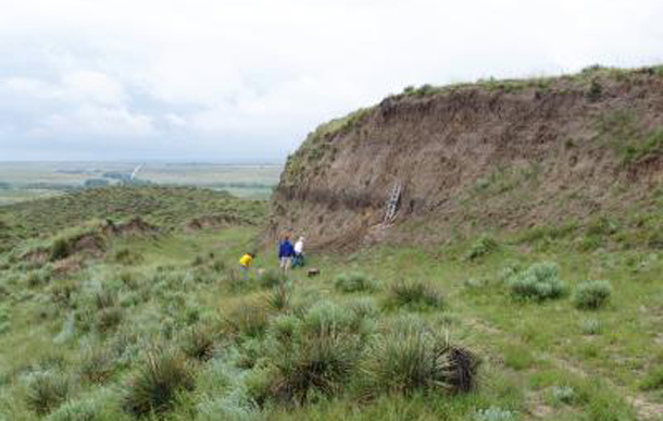 An eroding bluff on the US Great Plains reveals a buried, carbon-rich layer of fossil soil. A team of researchers led by UW-Madison Assistant Professor of geography Erika Marin-Spiotta has found that buried fossil soils contain significant amounts of carbon and could contribute to climate change as the carbon is released through human activities such as mining, agriculutre and deforestation. Credit: Jospeh Mason