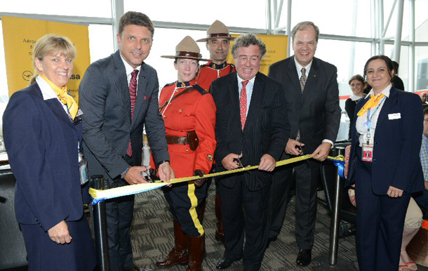 Lufthansa crew members and Royal Canadian Mounted Police join Juergen Siebenrock, Vice President The Americas, Lufthansa (second from the left) James Cherry, President & CEO, Montreal Airport (middle) and Hans DeHaan, Director Canada Lufthansa Group (second from the right) at the inaugural Montreal-Frankfurt route launch and ribbon cutting ceremony at Montreal Airport