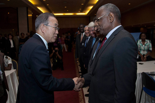 Secretary General Ban Ki-moon (left) in Bamako, Mali, in November 2013 with Abdoulaye Bathily, who has been appointed to head the UN regional office in Central Africa. Photo: MINUSMA/Marco Dormino