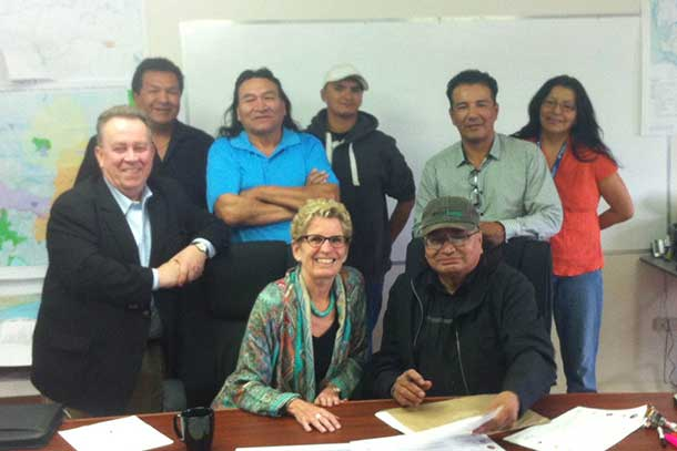 Premier Wynne with Marten Falls Council and Chief along with Minister Gravelle