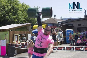 Lifting huge weight with apparent ease at Thunder Bay's Strongest Man
