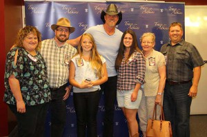Trace Adkins at Meet and Greet with Red Cross Thunder Bay helpers and volunteers