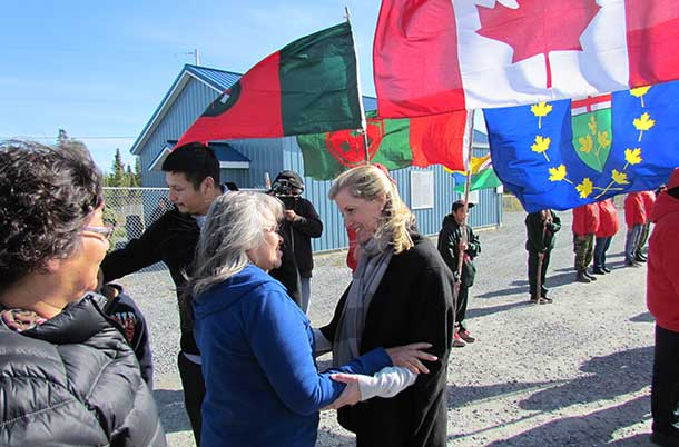 Cecilia Begg, a member of the Kitchenuhmaykoosib band council, greets the Countess on her arrival in the he First Nation