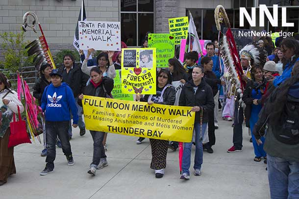 Full Moon Memory Walk 2014 Gets going outside Thunder Bay City Hall