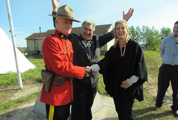 The countess with Constable Joe Harding of the Royal Canadian Mounted Police and Chief Donny Morris
