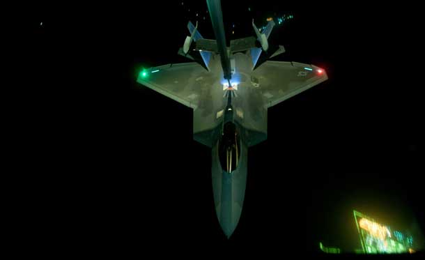 F-22 Raptor re-fueling over Syria - Photo United States Airforce