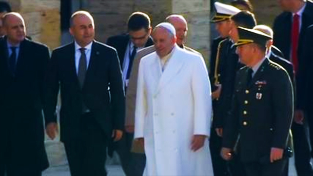 Pope Francis in Turkey for sensitive talks
