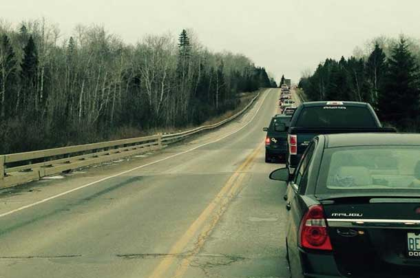 Traffic along the roadway to and from Fort William First Nation and Chippewa Park - Photo by Damien Lee