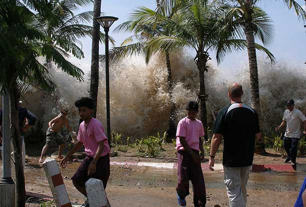 A photograph of the 2004 tsunami in Ao Nang, Krabi Province, Thailand. David Rydevik (email: david.rydevik@gmail.com), Stockholm, Sweden. - Originally at Bild:Davidsvågfoto.JPG.