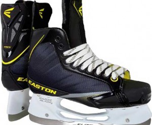 Thunder Bay Police are reporting a youth was threatened with a knife and his skates stolen