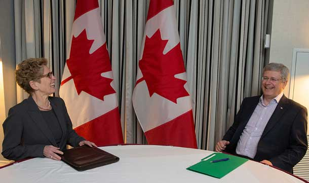 Prime Minister Harper and Premier Wynne - Photo by PMO