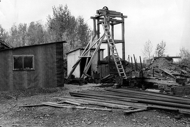 This is a view of the Tashota-Nipigon mine in 1975, long after it had closed down. Today no wooden structures remain. Photo source unknown.