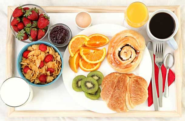 March is Nutrition Month! Thunder Bay Regional Health Sciences Centre (TBRHSC) Registered Dietitians provide some of their favourite tips for eating healthy from 9 to 5, including eating breakfast every day.