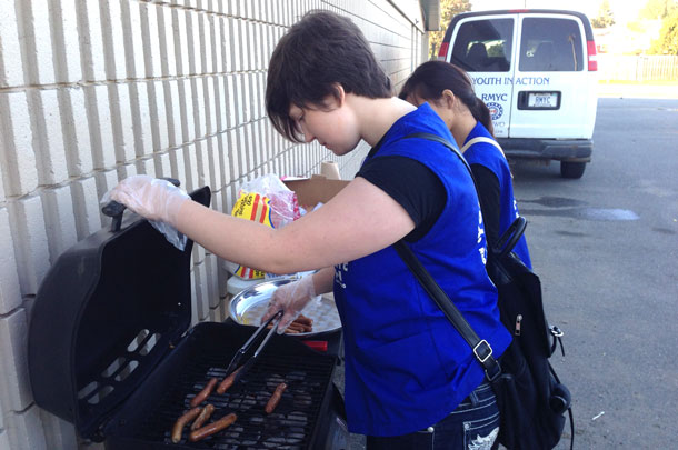 RMYC Youth serving up tasty hotdogs to the youth