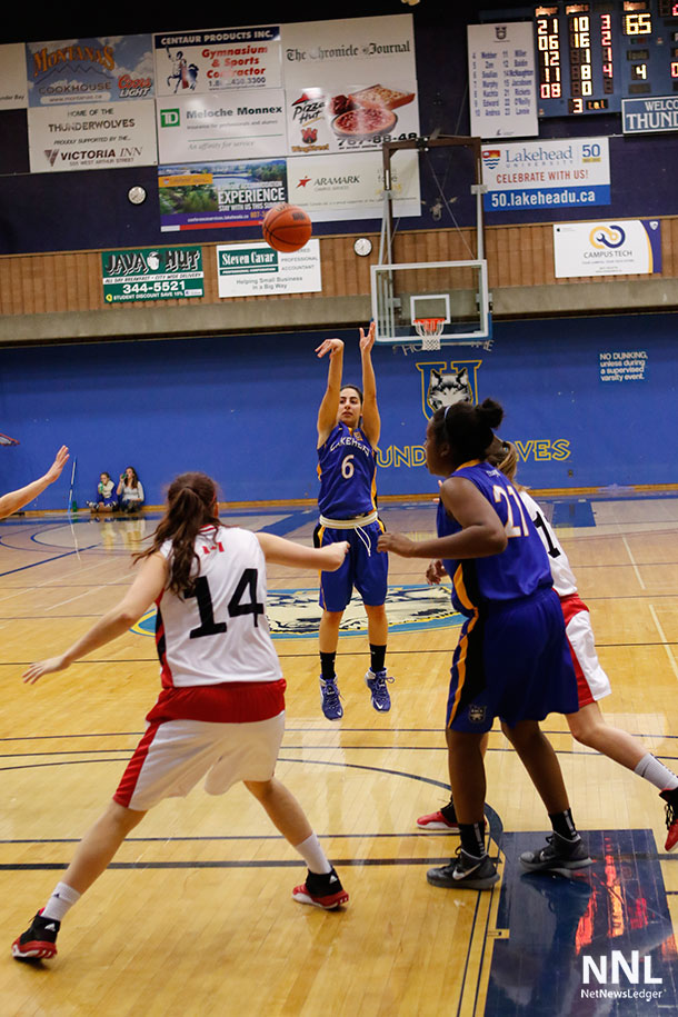 The women's basketball team came up with a 71-63 win to split the weekend series vs the Winnipeg Wesmen