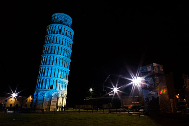 Piazza del Duomo, in Pisa, Italy, houses a group of monuments known the world over. These masterpieces of medieval architecture were inscribed on UNESCO's World Heritage List in 1987 and here, the campanile (Leaning Tower), is lit in UN blue for the global celebration of the 70th anniversary of the United Nations. Photo: Francesca Bracchetti, Enel