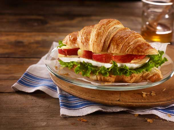 McDonald's(R) Canada Introduces a New Café Experience. (CNW Group/McDonald's Canada)