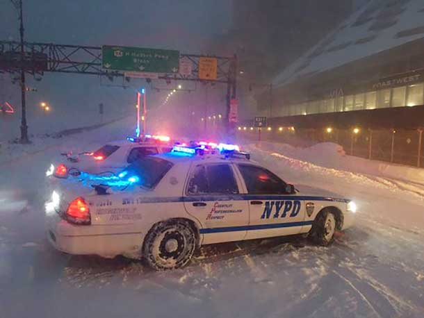 New York City police monitor traffic during a heavy snowstorm, in New York January 23, 2016. REUTERS/New York City Police Department/Handout via Reuters