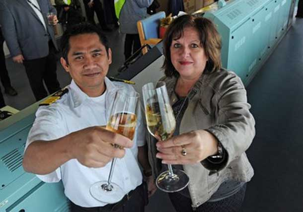 Ms. Sylvie Vachon, President and Chief Executive Officer of the Montreal Port Authority (MPA), with Captain Jun Eric Aljo Dalipe of the Vigorous, first ocean-going vessel to reach the Port of Montreal in 2016.