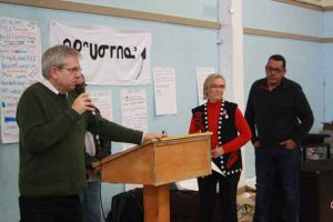 Charlie Angus MP and Minister Carolyn Bennett in Attawapiskat at public meeting - photo Rosiewoman Cree