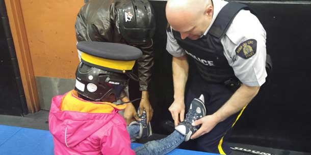 RCMP Step Up to Teach Syrian youth one of the Canadian traditions... ice skating