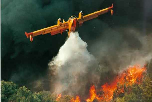 Bombardier water bomber in action