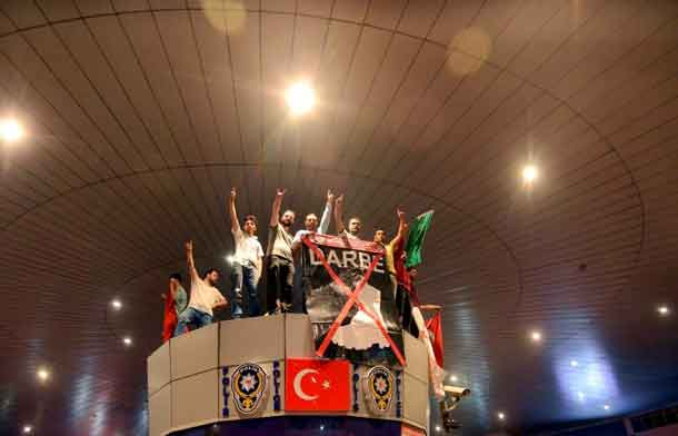 People cheer in front of Ataturk Airport during an attempted coup in Istanbul, Turkey July 16, 2016. REUTERS/IHLAS News Agency