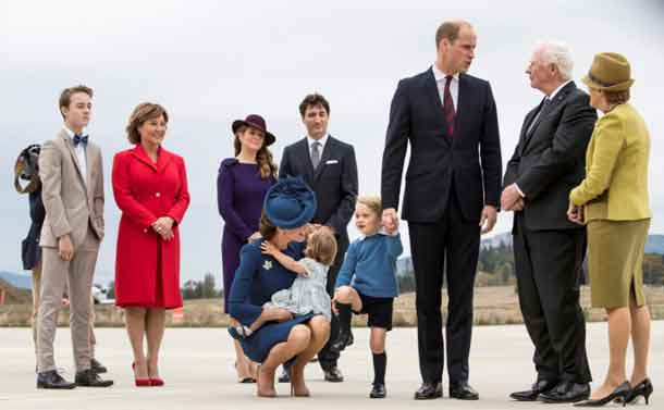 Britain's Prince William, Catherine, Duchess of Cambridge, Prince George and Princess Charlotte arrive at the Victoria International Airport for the start of their eight day royal tour to Canada in Victoria, British Columbia, Canada, September 24, 2016. Also pictured (C, rear) are Canada's Prime Minister Justin Trudeau and his wife Sophie Gregoire Trudeau. REUTERS/Kevin Light