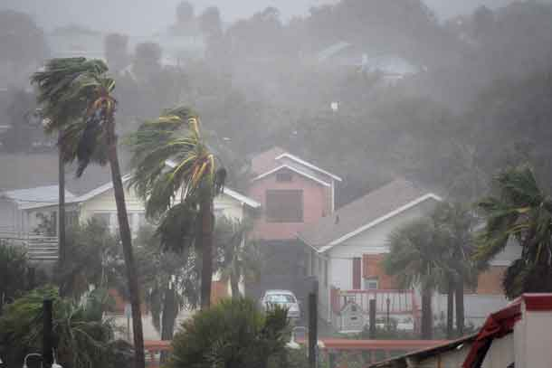 Rain batters homes as the eye of Hurricane Matthew passes Daytona Beach, Florida, U.S. October 7, 2016. REUTERS/Phelan Ebenhack/File Photo