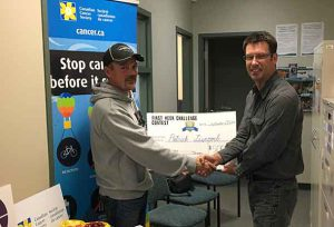 Patrick Liscomb, $500 First Week Challenge Contest winner (left), and Jeff Werner, Senior Coordinator for Smokers' Helpline (right), at the Thunder Bay District Health Unit in Geraldton